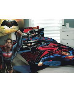 An epic battle of Batman and Superman with the ultimate of superhuman powers and makes the perfect bed cover for fans of the DC Comics film.