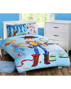 Join Forky, Woody, Buzz Lightyear, Bo Peep and Slinky Dog on their Toy Story ToyStory 4 adventures with this Toys at Play bedding set.